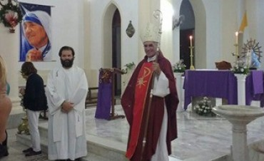 El padre Luis Ortiz  fue presentado en la parroquia San Francisco Javier