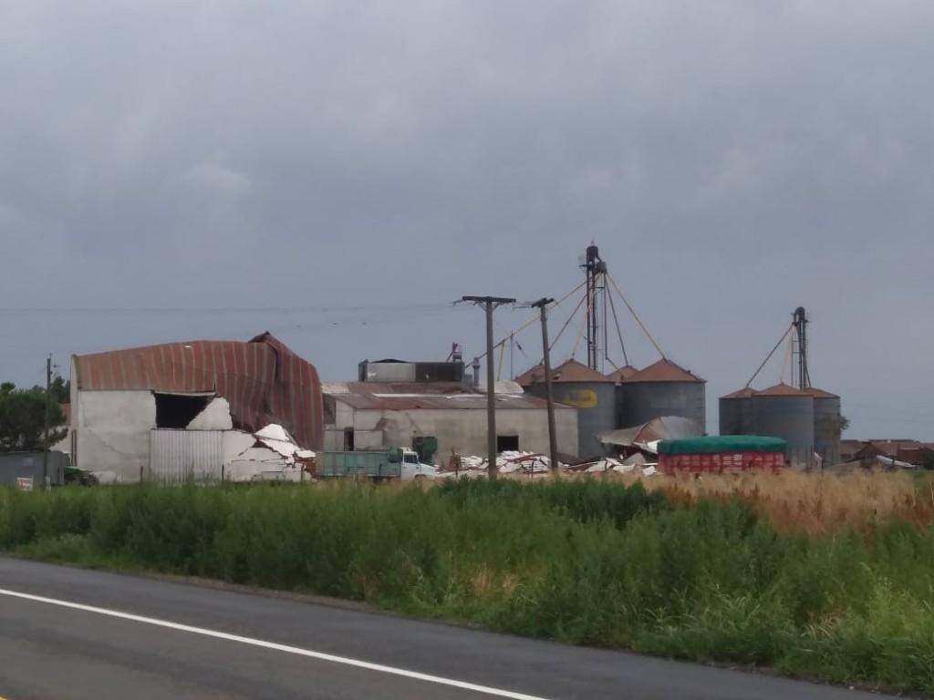 Voladuras de techos y daños de todo tipo dejó el temporal