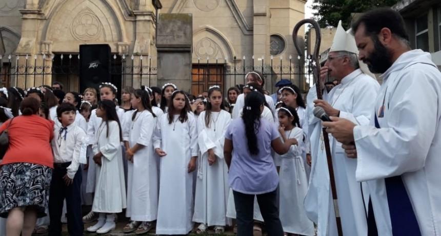 El obispo anunció que cambian los sacerdotes en la parroquia San Francisco Javier