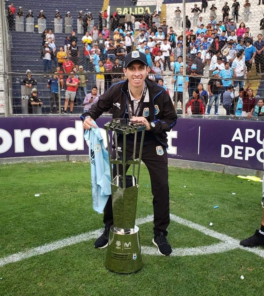 """Un """"Profe"""" Ramallense Campeón en Perú"""