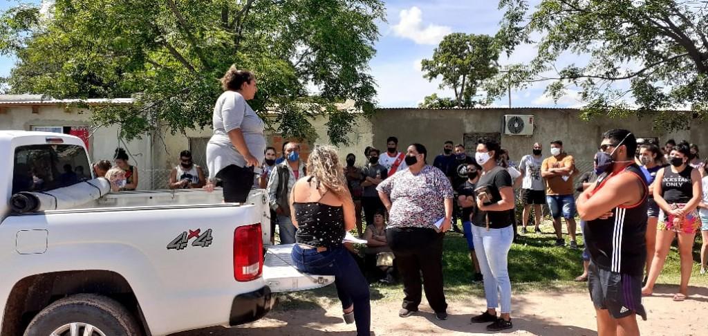 Casi un centenar de vecinos se plegaron a la protesta