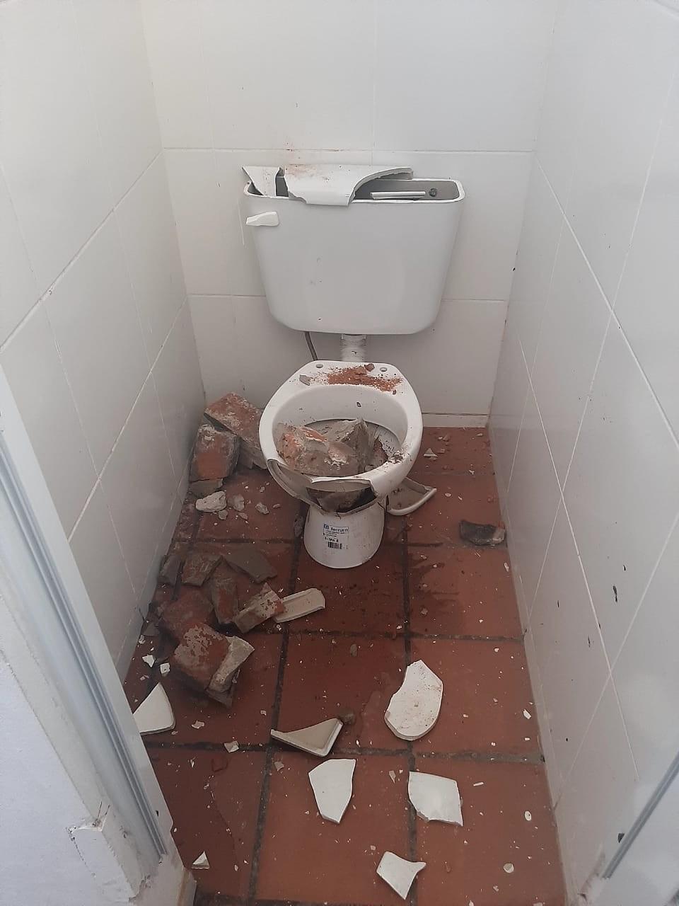 Vandalismo: Destruyen sanitarios y parte de la instalaciones del camping de la Unión Obrera Metalúrgica
