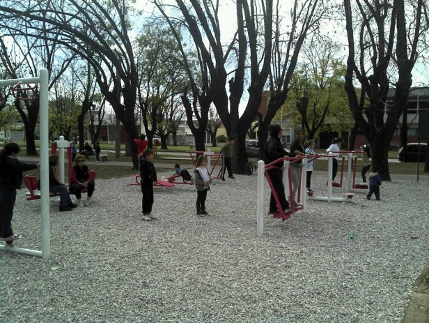 Plaza saludable en Villa General Savio