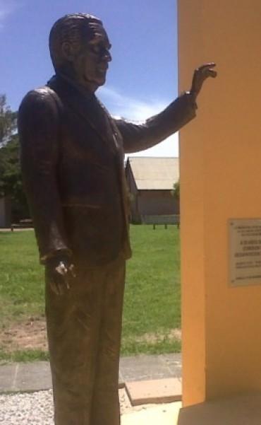 Reinauguración Monumento Dr. Raúl Alfonsín